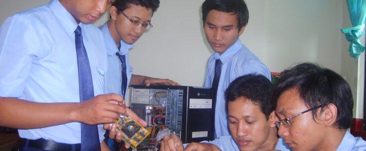 Kursus komputer di madiun teknisi komputer